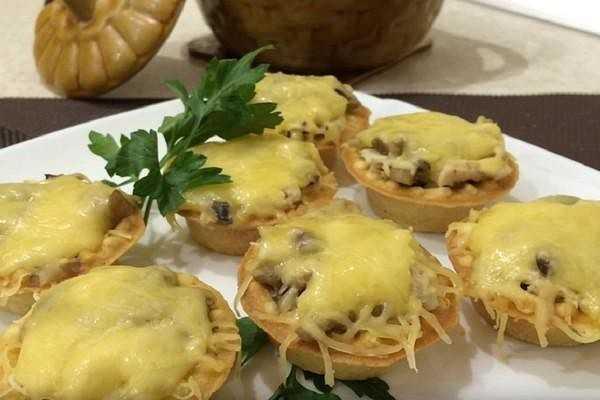 Салат в сырной корзиночке - 53 рецепта: салаты | foodini
