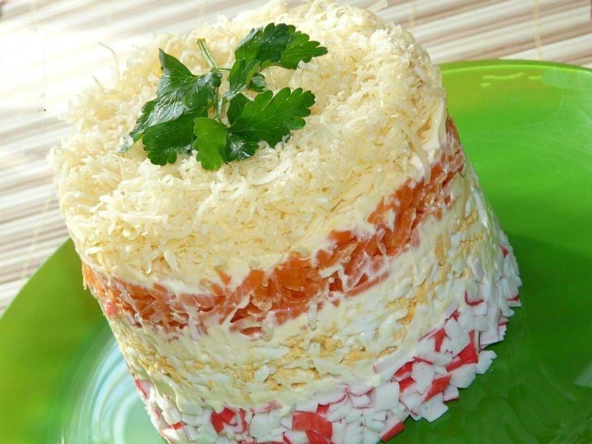 Крабовый салат с сухариками рисом яйцами рецепт с фото пошагово - 1000.menu