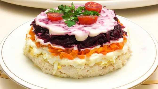 Слоеный салат «любовница»: классический рецепт и еще 11 вариантов