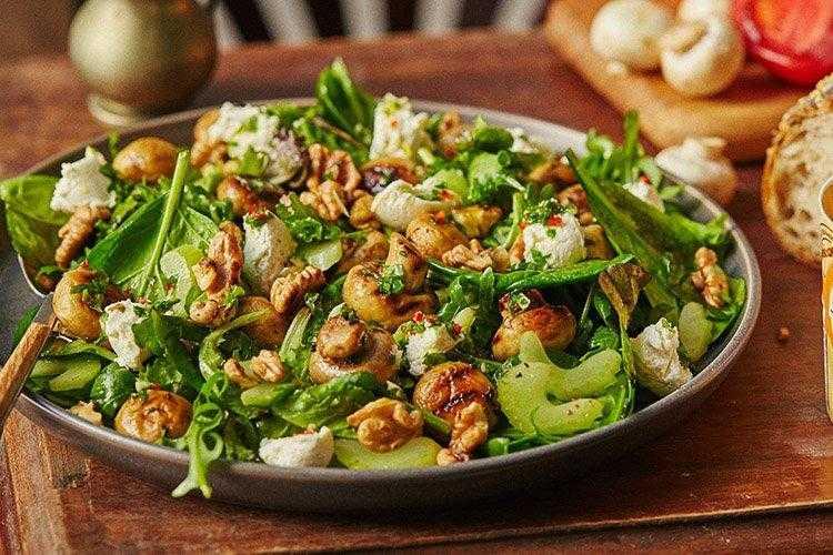 Салат из сельдерея черешкового с консервированной кукурузой рецепт с фото пошагово - 1000.menu