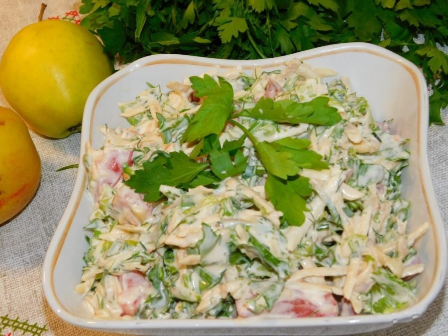 Салат с яблоками — 15 вкусных рецептов с пошаговой инструкцией приготовления
