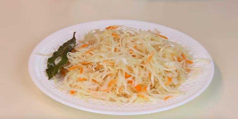 Капуста квашеная без уксуса: как вкусно и быстро заквасить хрустящую закуску, рецепты на зиму (5 минутка быстрого приготовления и другие)