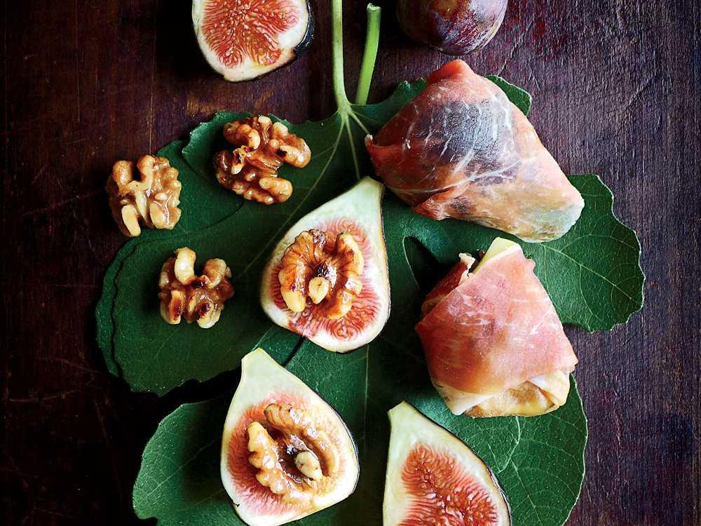 Салат с инжиром - 10 пошаговых фото в рецепте