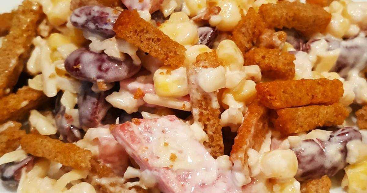Салат из фасоли с сухариками (кириешек). очень вкусные рецепты с колбасой и ещё 7 салатов
