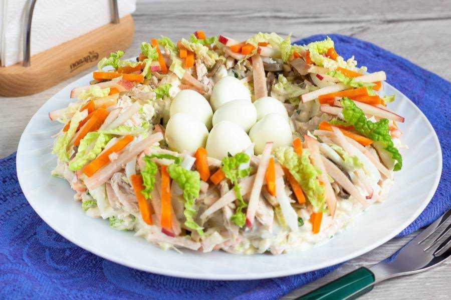 Салат ласточкино гнездо с перепелиными яйцами рецепт с фото пошагово - 1000.menu
