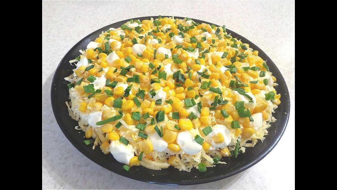 Салат с курицей, огурцом, яйцом и сыром