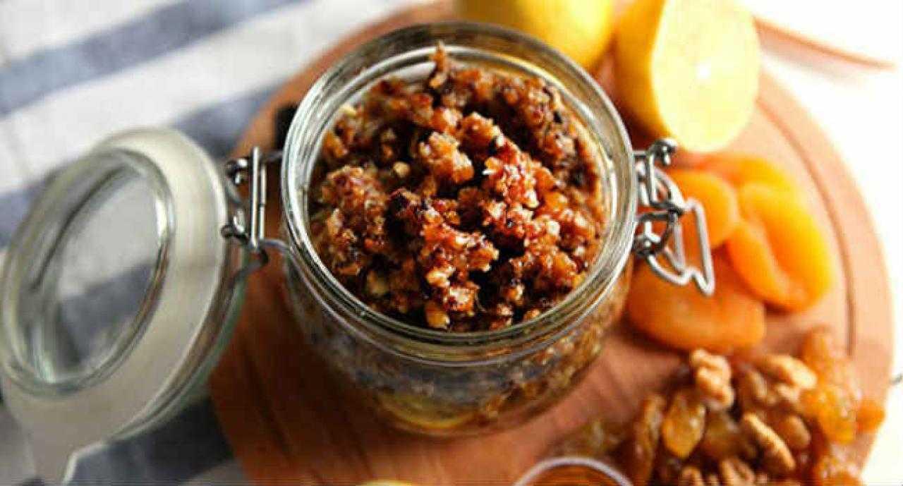 3 рецепта смесей для сердца из сухофруктов: витаминные составы и коктейли с курагой, изюмом и черносливом, а также с добавлением меда, орехов и лимона