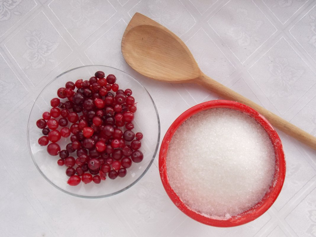 Клюква с сахаром на зиму: как приготовить ягоду