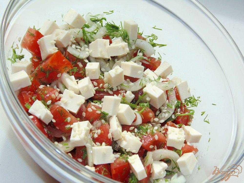 Салат из сыра с чесноком и яйцом и плавленный сыр