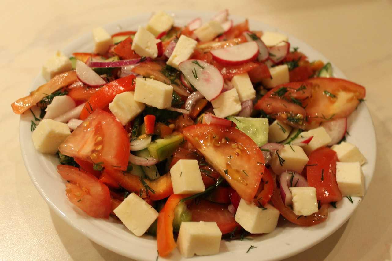 Салат с брынзой и помидорами – рецепт приготовления