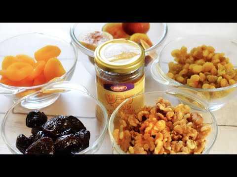 Витаминная смесь из кураги, изюма, орехов, меда и лимона для иммунитета