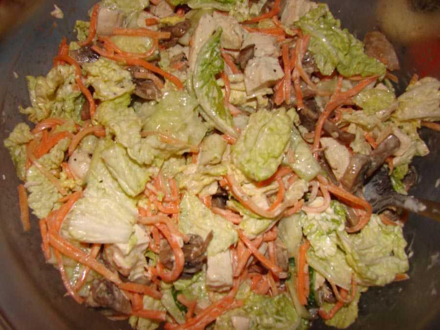 Салат с пекинской капустой, ветчиной и корейской морковью