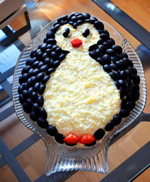 Салат с веселыми пингвинчиками рецепт с фото