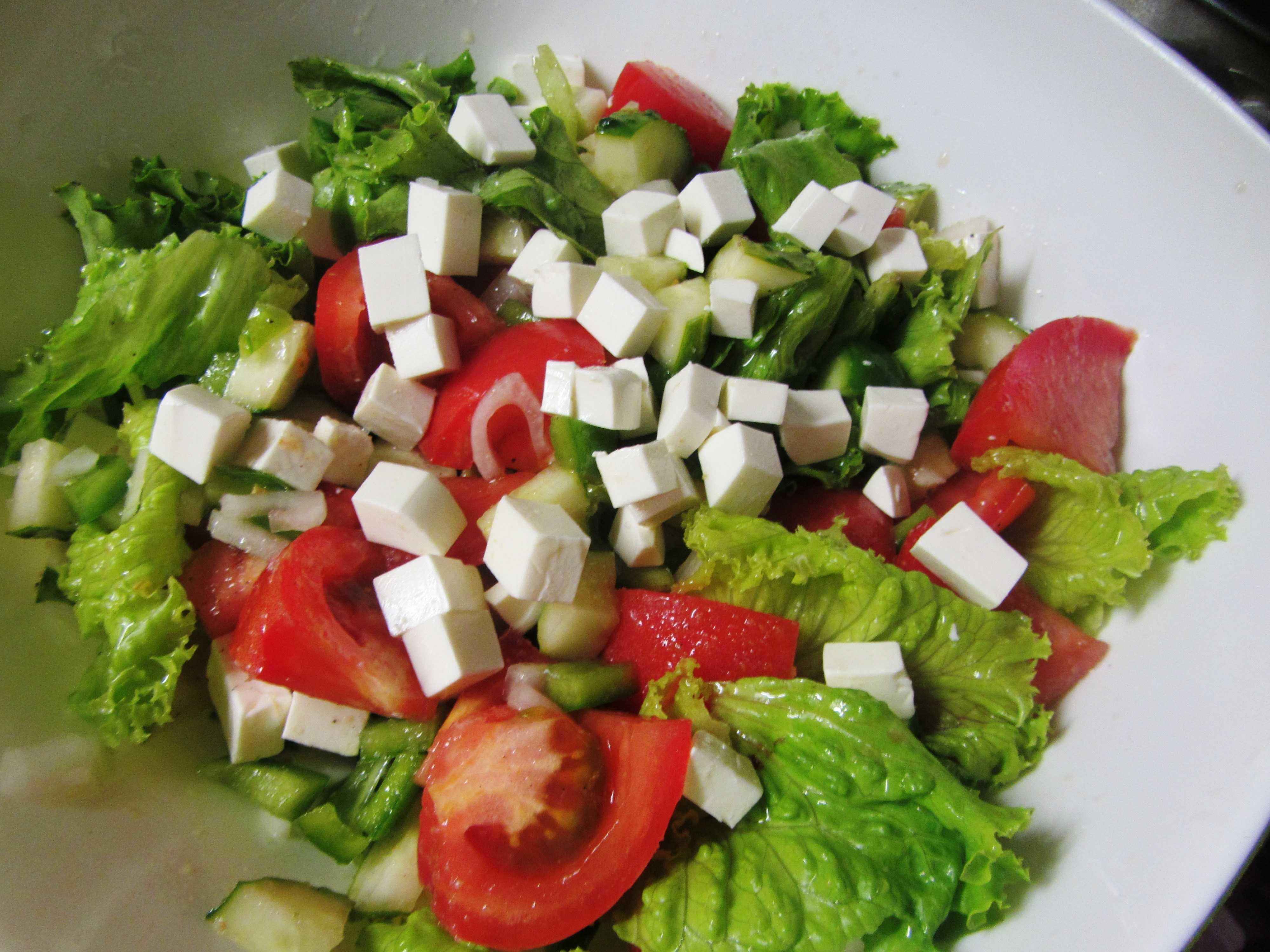 Салат с сыром фета и помидорами рецепт с фото пошагово и видео – 1000.menu