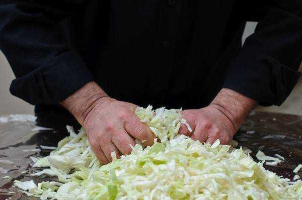 Капуста на зиму в банках под железные крышки — рецепты очень вкусной капусты в рассоле с уксусом (салатная), без уксуса, со свеклой