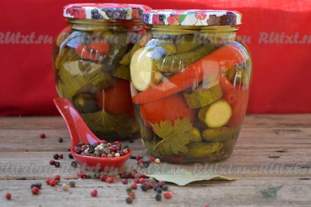 Салаты из огурцов на зиму – 10 рецептов «пальчики оближешь»