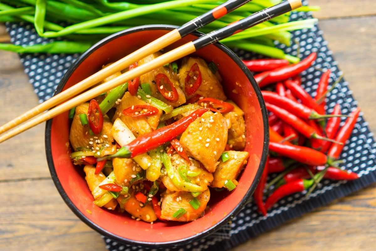 Салат с фунчозой - 10 рецептов приготовления пошагово - 1000.menu
