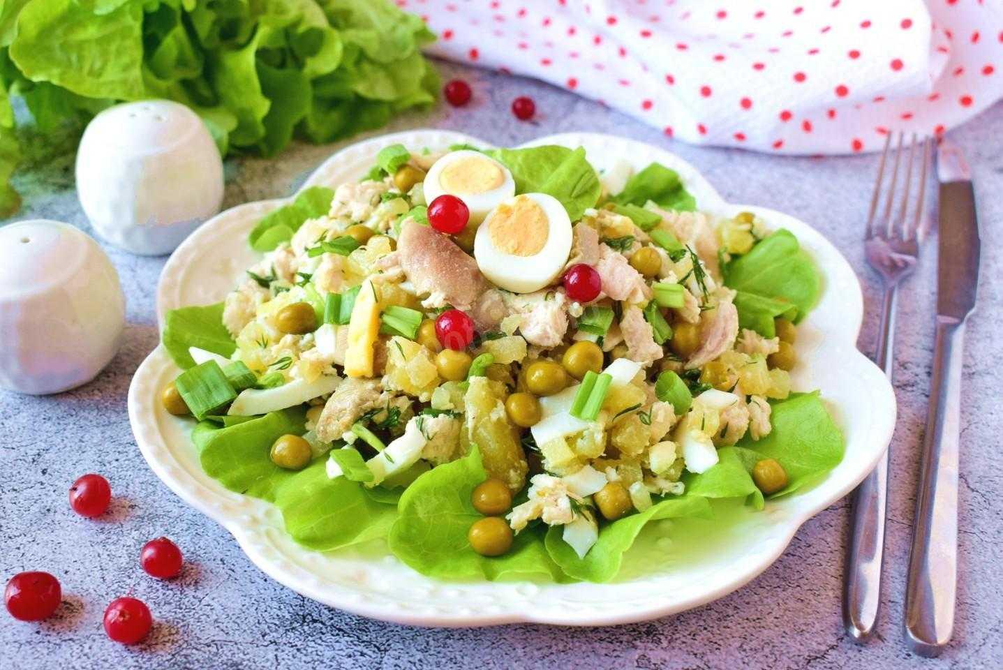 Слоеный куриный салат: 7 классических рецептов