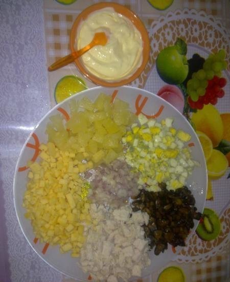 Салат из ананасов с сыром и чесноком – феерия вкусов тропического фрукта для любителей экзотики: рецепт с фото и видео