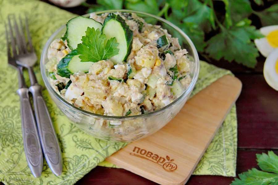 Салат из рыбных консервов — 121 домашний вкусный рецепт приготовления