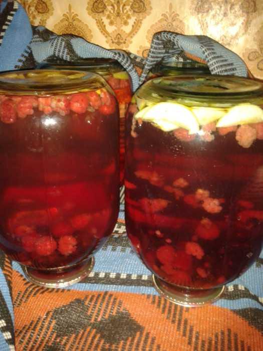 Клубничный компот на зиму - базовый рецепт и вариации