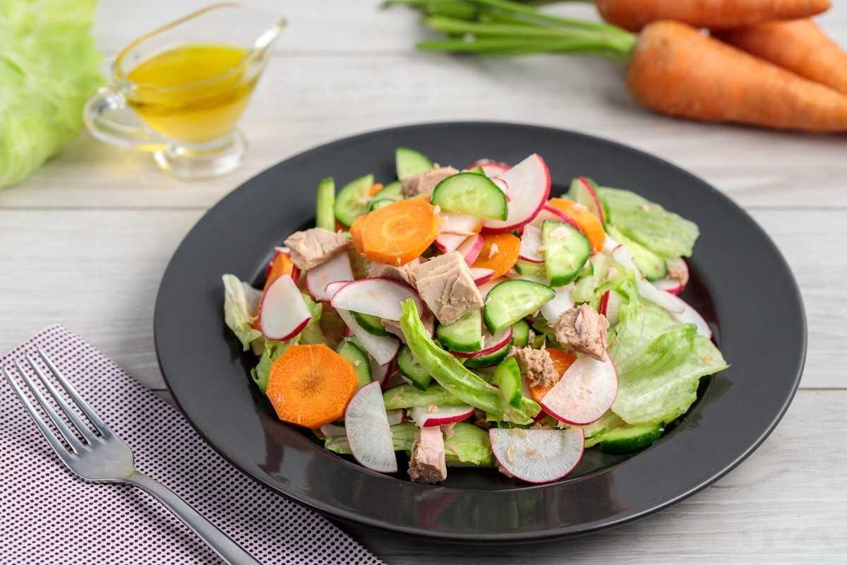 20 вкусных салатов с тунцом, которые удивят ваших гостей