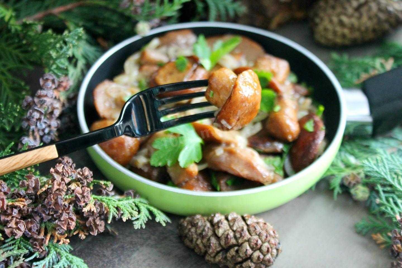 Лесные грибы маслята с жареной картошкой