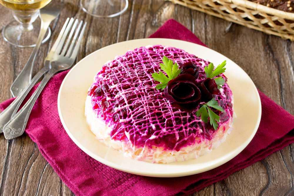 Салат из свеклы и чернослива – 5 оригинальных рецептов + видео