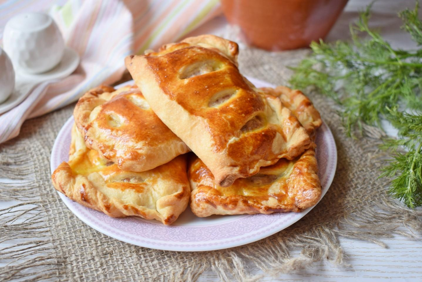 Слоеные пирожки с творогом: сладкие, соленые, с изюмом, сыром, яблоками. пирожки с творогом из слоеного теста: бездрожжевого, дрожжевого, магазинного