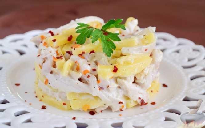 Салат с кальмарами — 7 самых вкусных, простых рецептов
