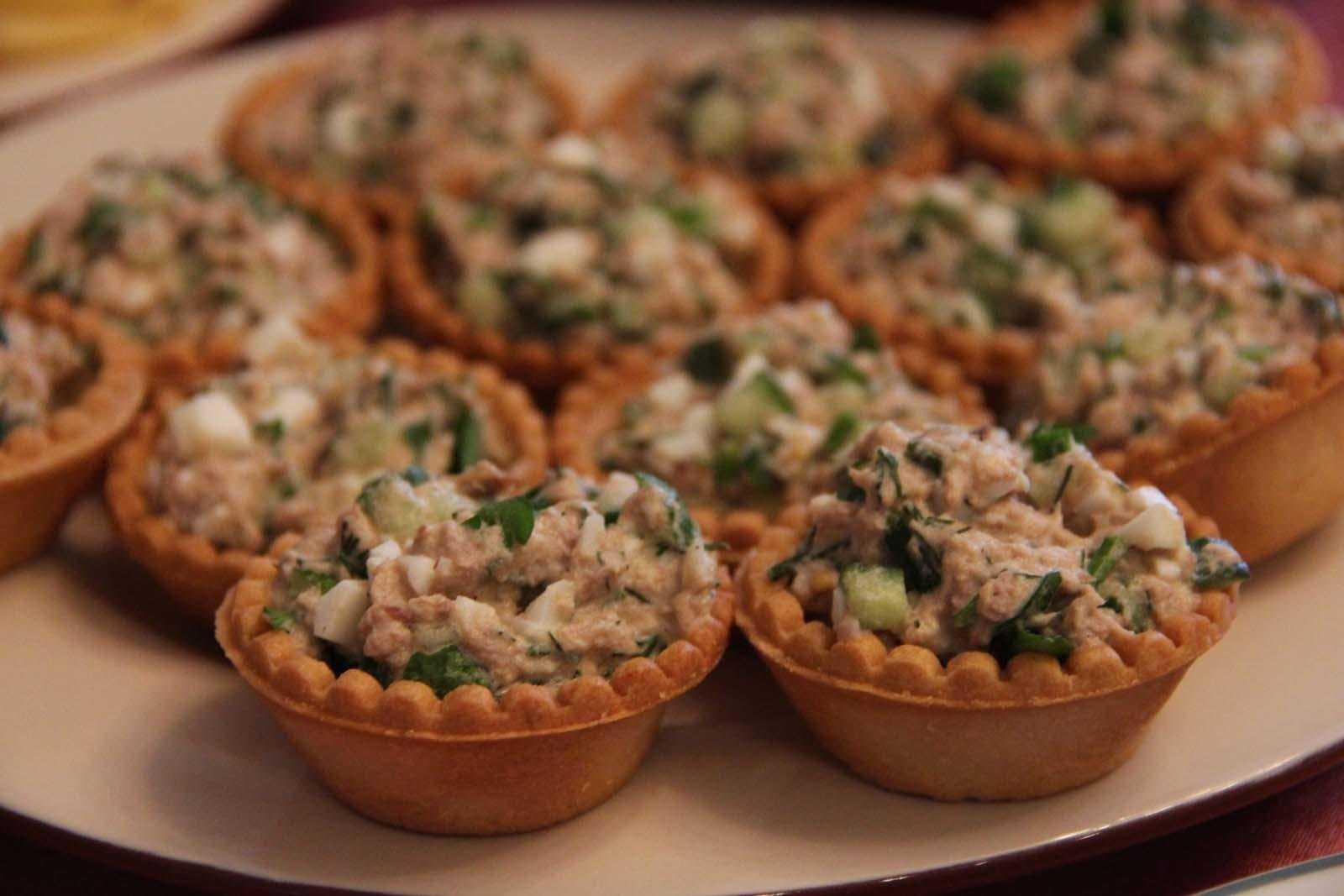 10 вкусных рецептов тарталеток с красной рыбой на праздничный стол - домашний ресторан