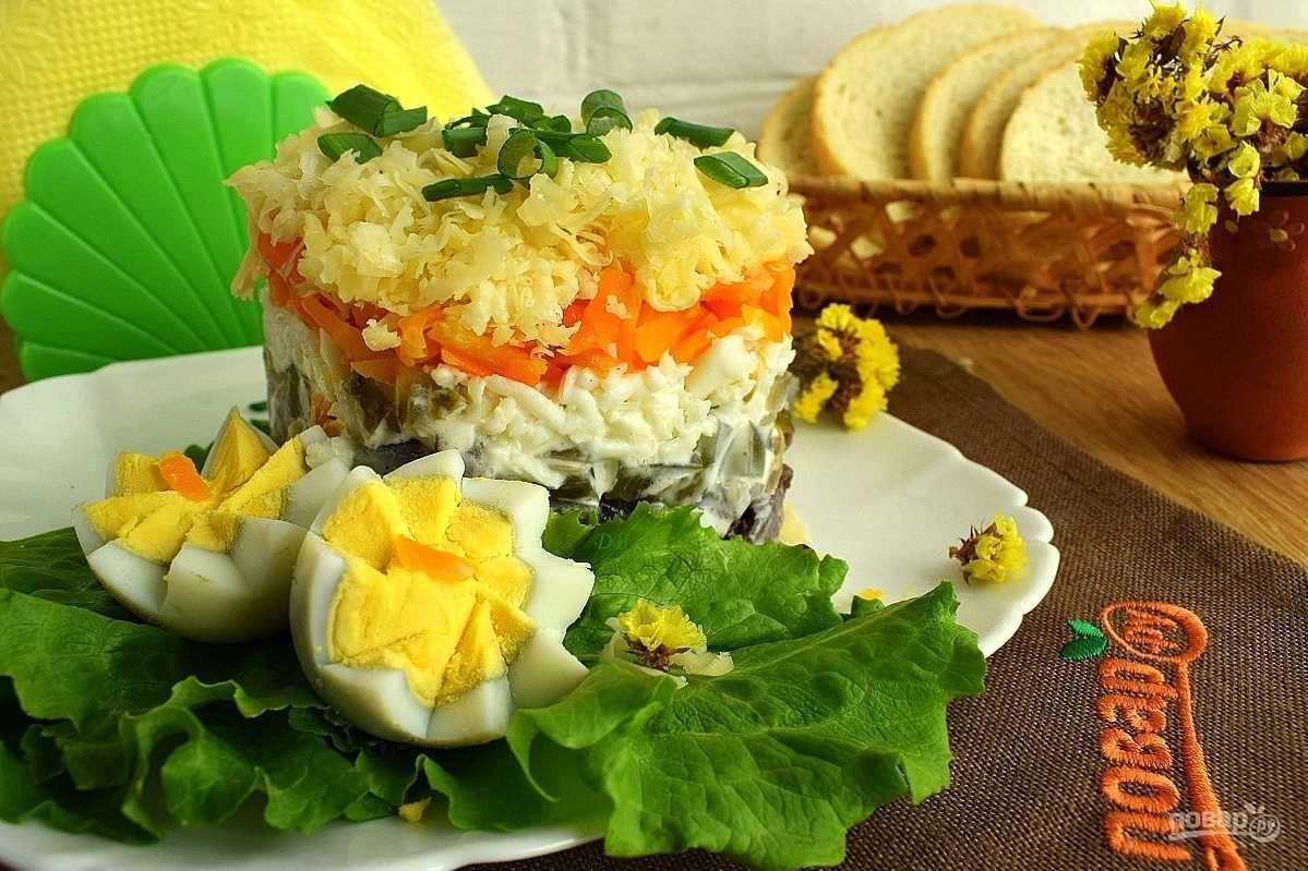 Слоеный салат с куриной печенью - вкусная изюминка: рецепт с фото и видео
