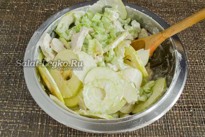 Салат вальдорф - классический рецепт с сельдереем, яблоком, курицей