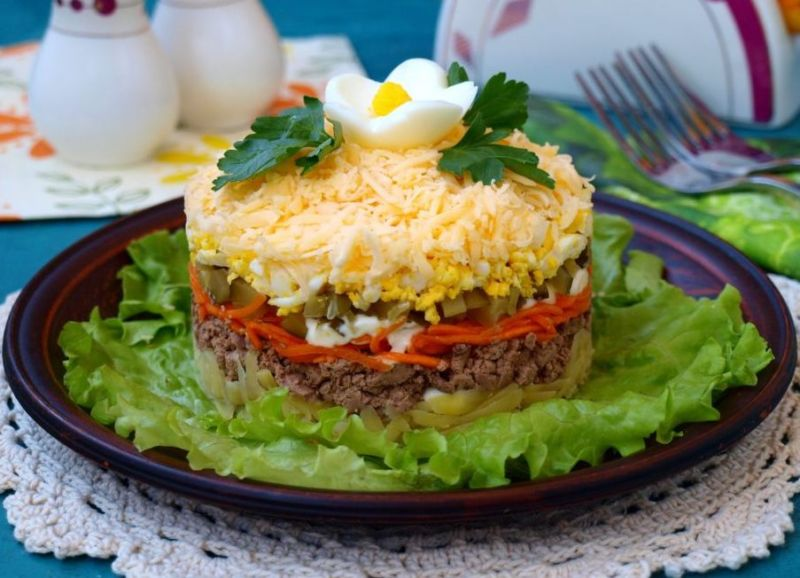 Как приготовить салат из куриной печени слоеный: поиск по ингредиентам, советы, отзывы, пошаговые фото, подсчет калорий, изменение порций, похожие рецепты