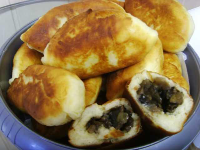 Пирожки с груздями солеными и свежими: как сделать начинку, рецепты