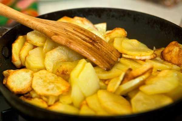 Волнушки, жаренные с картошкой: особенности технологии приготовления, описание рецептов с добавлением морковки, лука, зелени. Жарка соленых, маринованных и замороженных волнушек.
