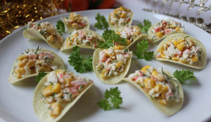 Закуска на чипсах - 8 вкусных идей для праздничного стола