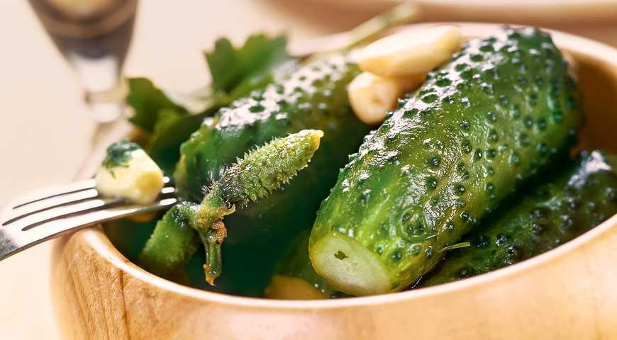 Хрустящие малосольные огурцы быстрого приготовления. рецепты в пакете, кастрюле и в банке