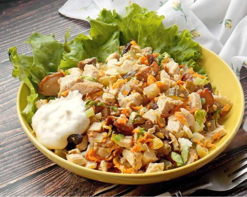 Салат с курицей и грибами - рецепты вкусных салатов из курицы