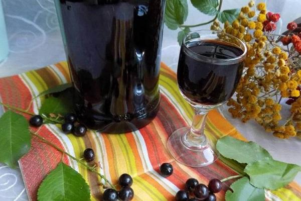 Настойка из черемухи на водке — лечебные и застольные рецепты