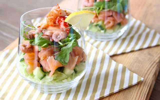 Салат с креветками и красной икрой: 20 домашних вкусных рецептов