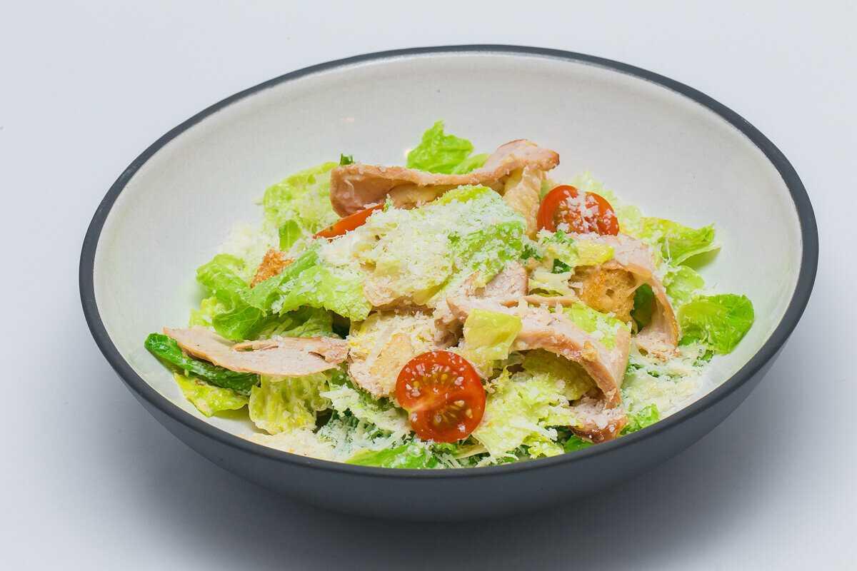 Салат цезарь с курицей в домашних условиях рецепт с фото с сухариками