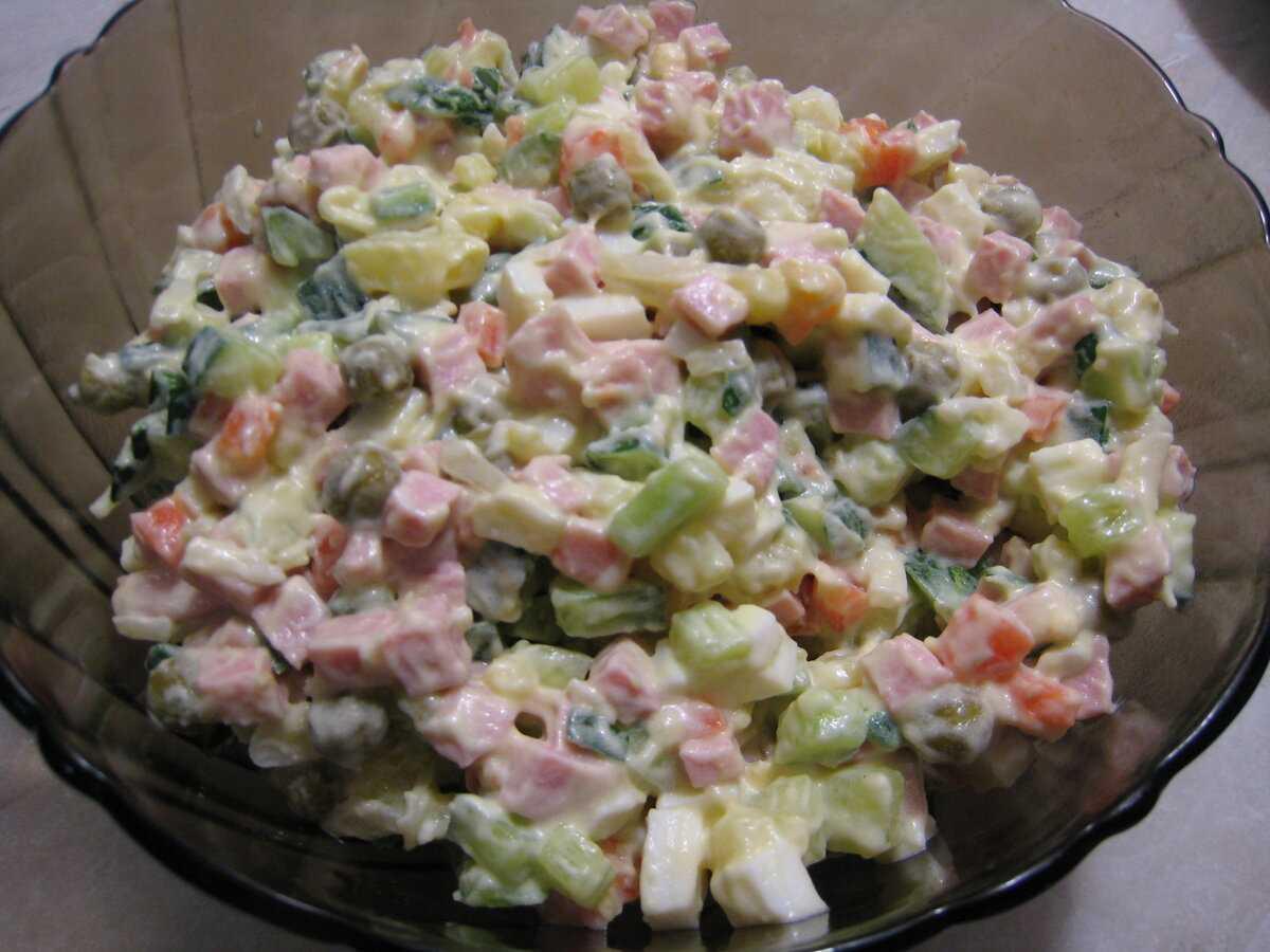 Салат «столичный» - классические рецепты с говядиной, курицей, колбасой и языком
