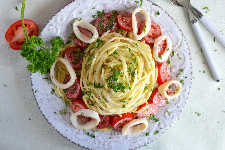 Салат с кальмарами и яблоком – самый вкусный рецепт приготовления