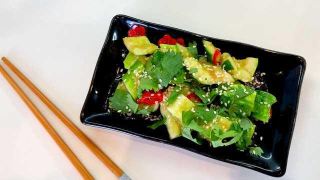 Салат из огурцов по-китайски - битые огурцы