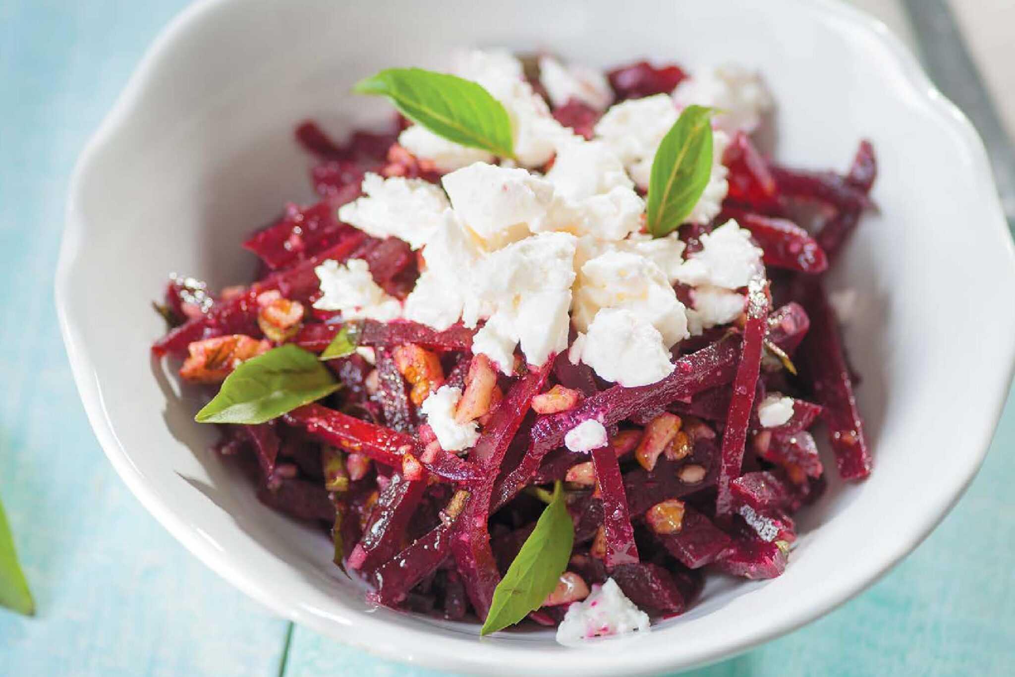 Салат со свеклой и сыром - вкусное сочетание простых ингредиентов: рецепт с фото и видео