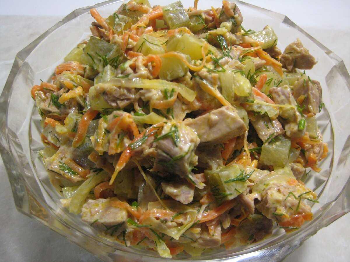 Мясной салат с солеными огурцами
