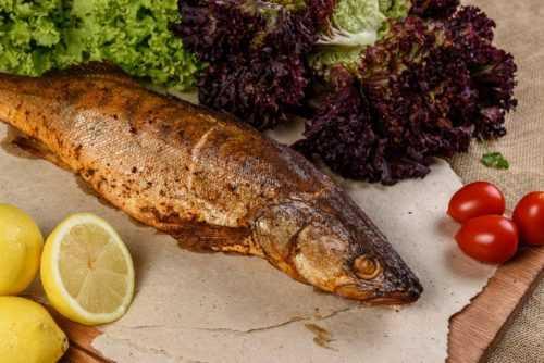 Как коптить рыбу в коптильне: описание подготовки и процесса