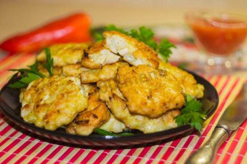 Котлеты по-албански: из куриной грудки, филе, с помидорами, с крахмалом