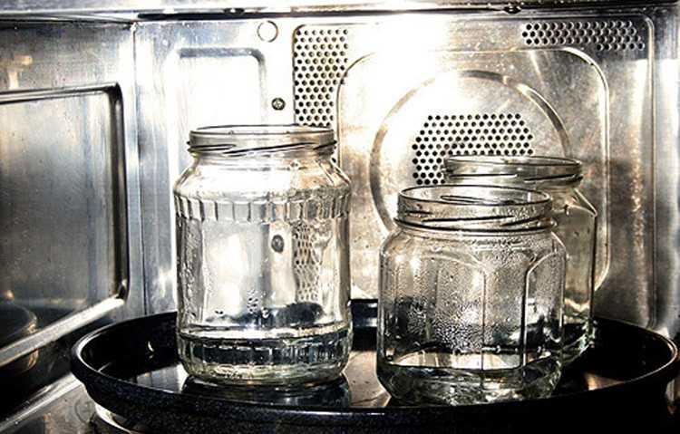 Можно ли стерилизовать банки в микроволновке